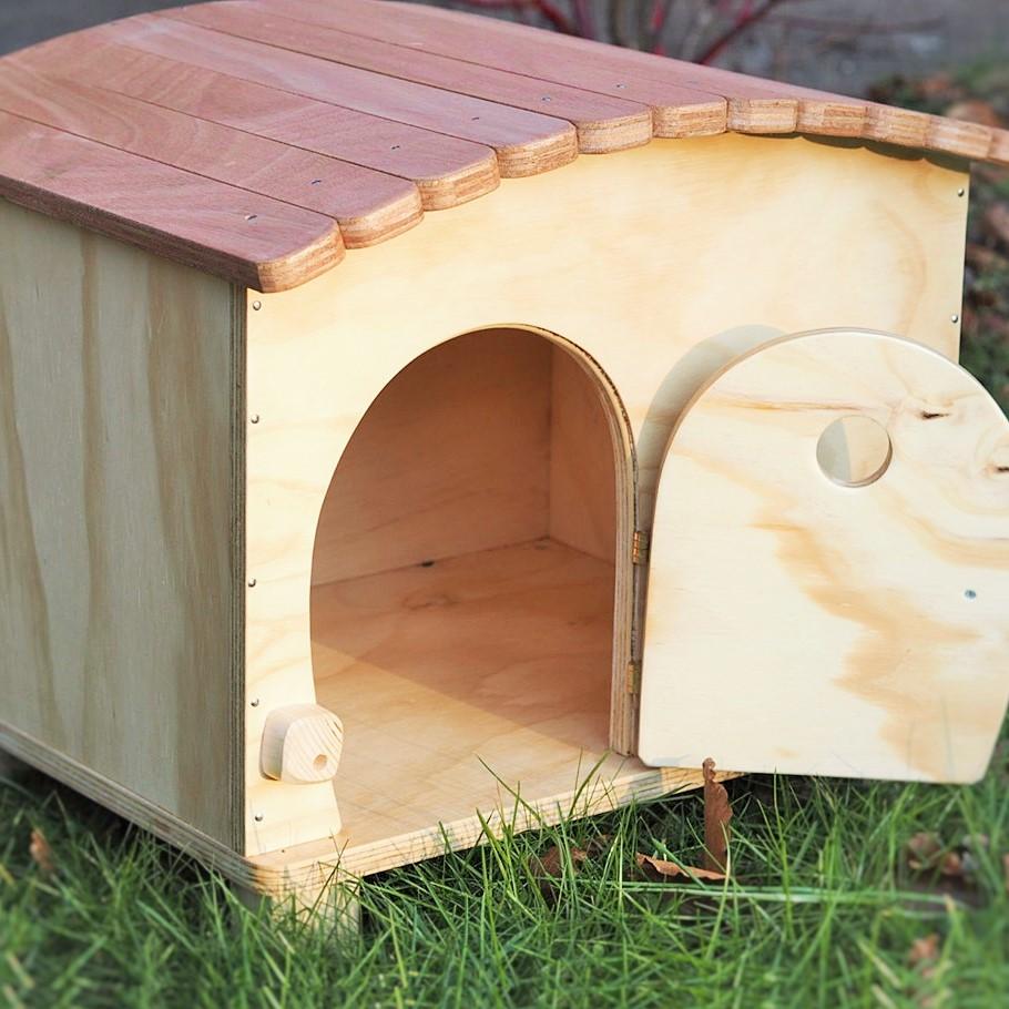 Cuccia per gatti e cani da interno ed esterno in legno for Costruire cuccia per cani da esterno