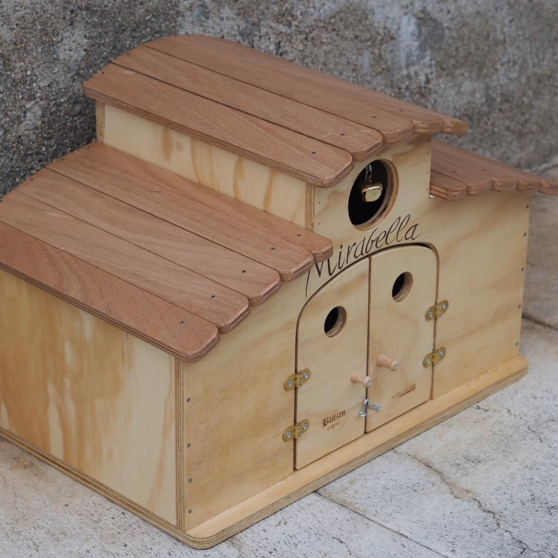 Casetta di legno per gatti e cani personalizzabile con il for Cucce per gatti da esterno coibentate