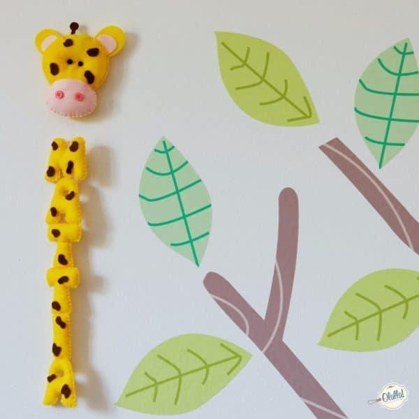 nome-per-cameretta-da-appendere-giraffa