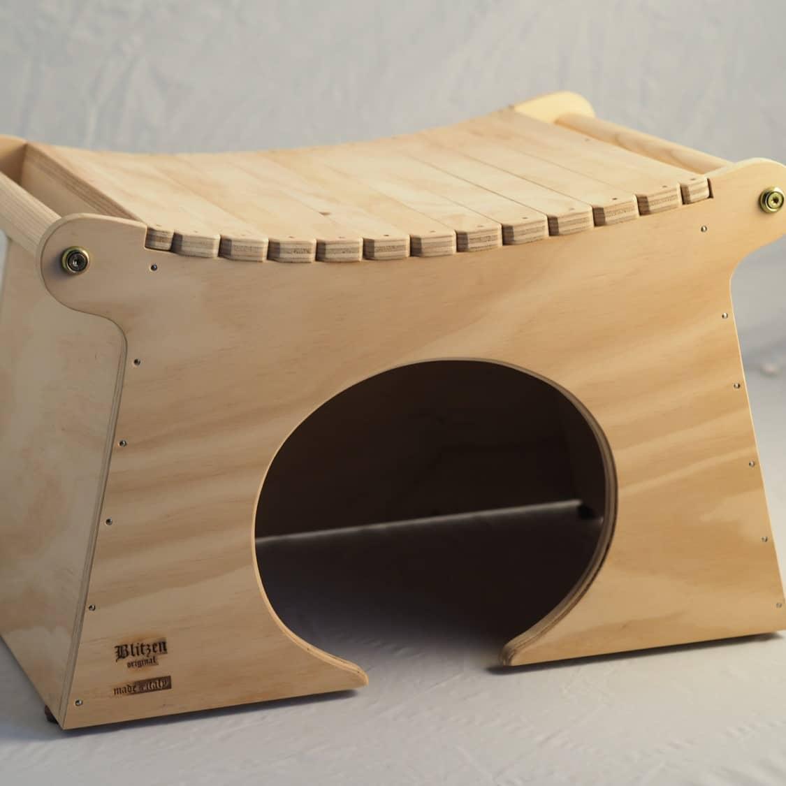 Cuccia per gatti da interno ed esterno in legno for Cucce per gatti da esterno coibentate