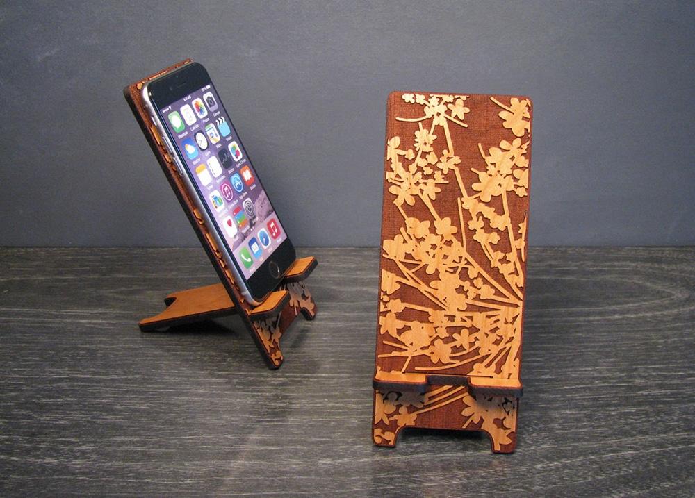Portacellulare in legno personalizzato