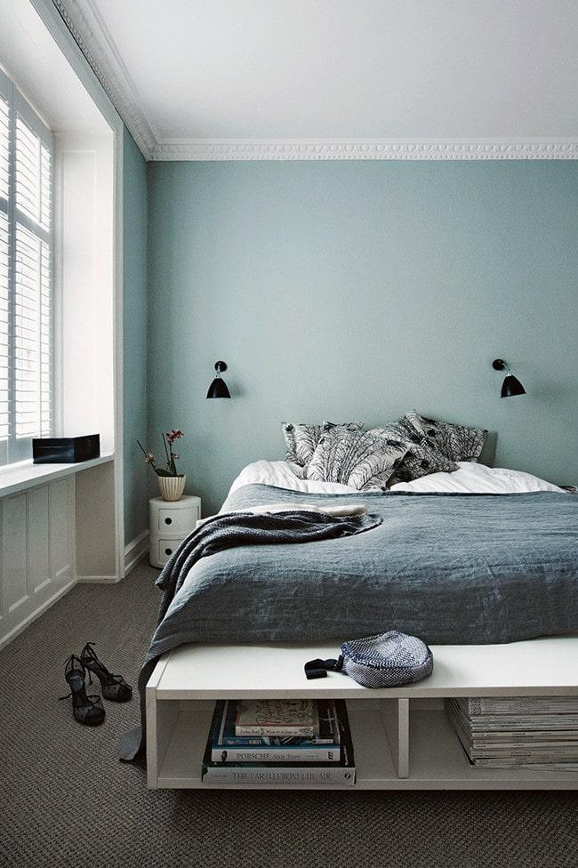 casa-in.blu-parete-blu-camera-matrimoniale