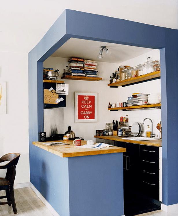 cucina-parete-dipinta-blu