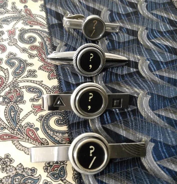 Ferma soldi con tasti di vecchie macchine da scrivere. Realizzati da TAB Typewriter Key Jewelry.
