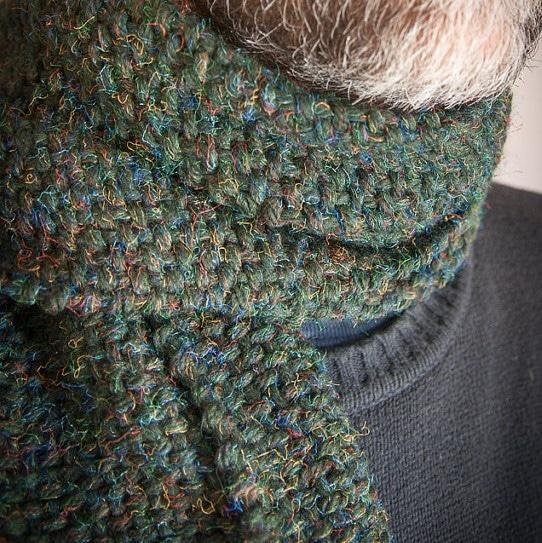 sciarpa fatta a mano in lana verde