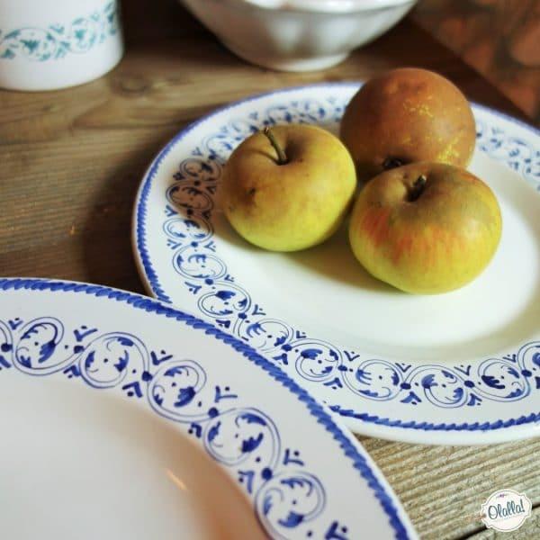 piatti dipinti a mano stile faentino