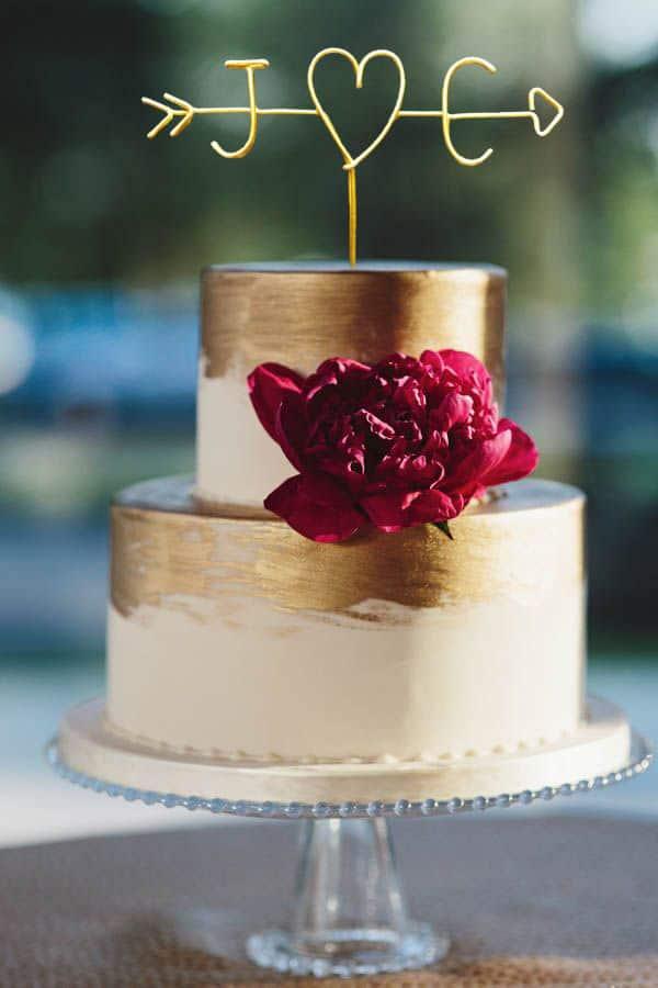 Cake topper con iniziali in fil di ferro dorato