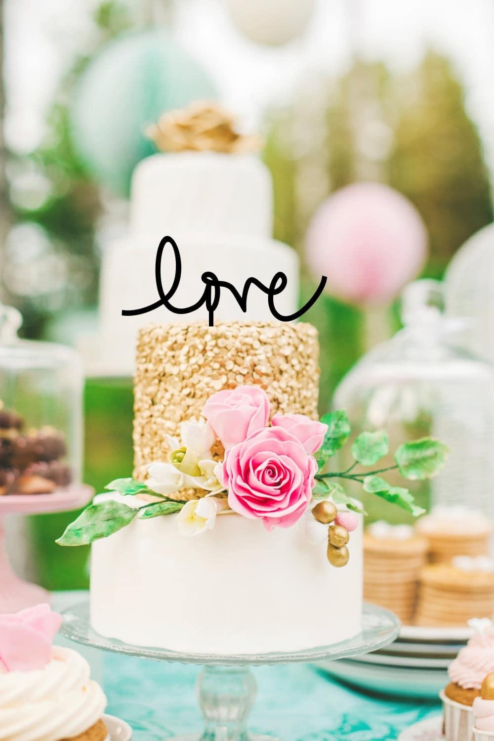 """Cake topper con scritta """"love"""""""
