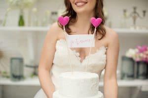 Cake topper con cuori e scritta