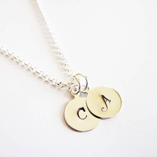 collana con due iniziali personalizzabile in metallo