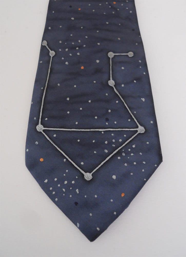 Cravatta con costellazione dipinta a mano