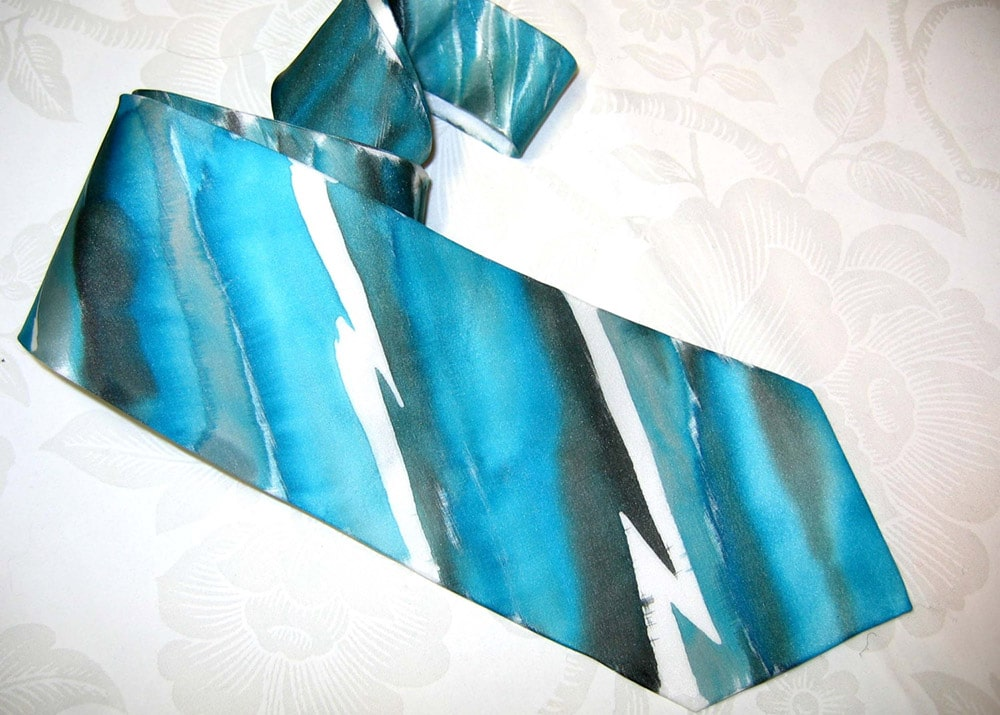 Cravatta blu dipinta a mano