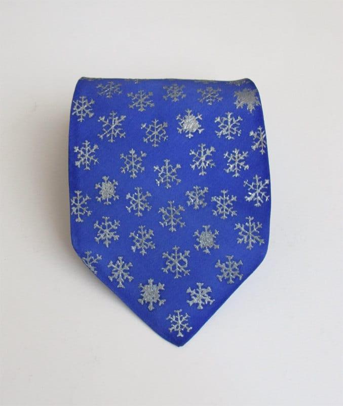 Cravatta con fiocchi di neve dipinti a mano