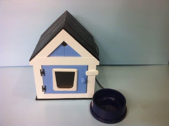 Cuccia per gatto a forma di casetta