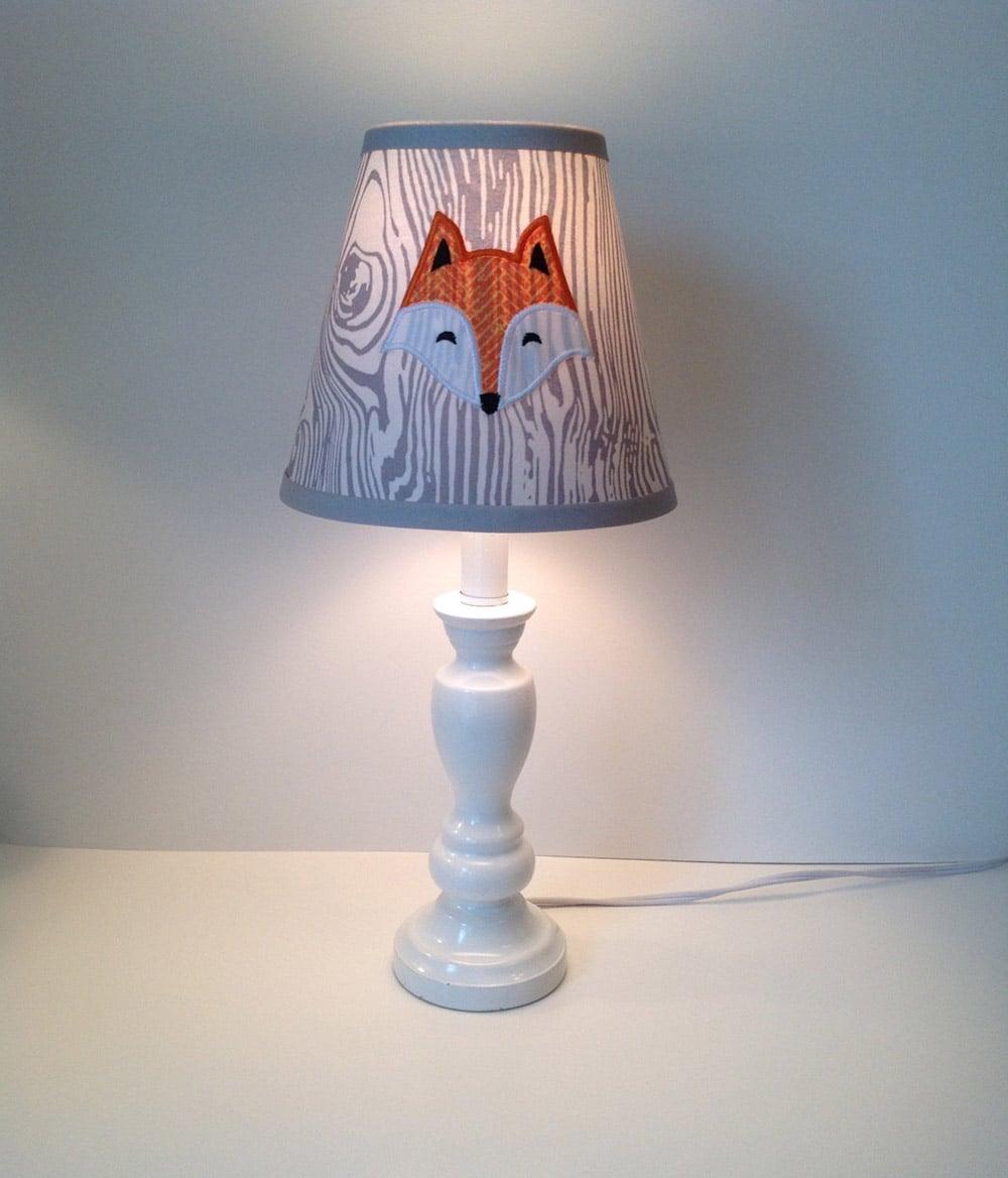 10 lampade per la cameretta davvero dolcissime olalla for Tavolo unicorno