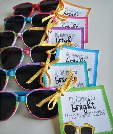 occhiali da sole coloratissimi