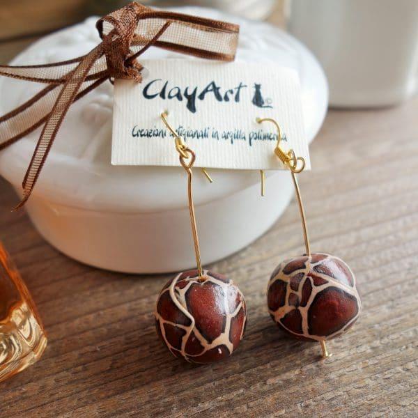 orecchini-pendenti-marroni-argilla (1)