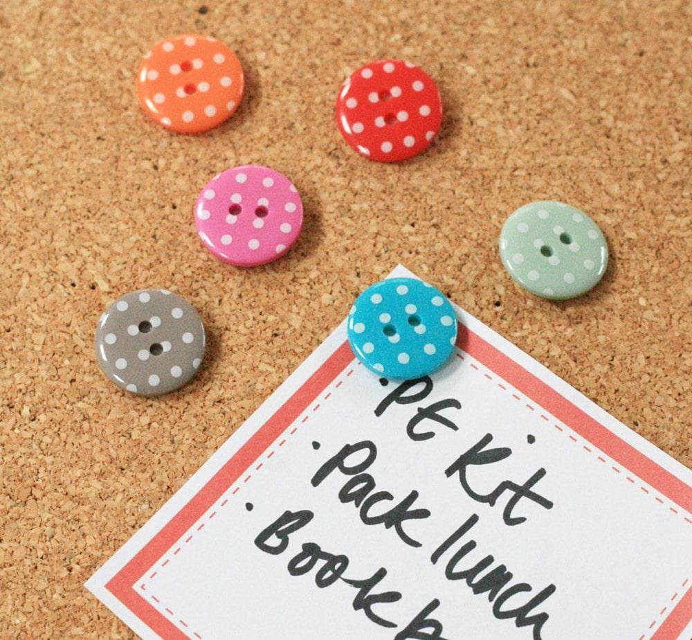 Puntine a forma di bottone