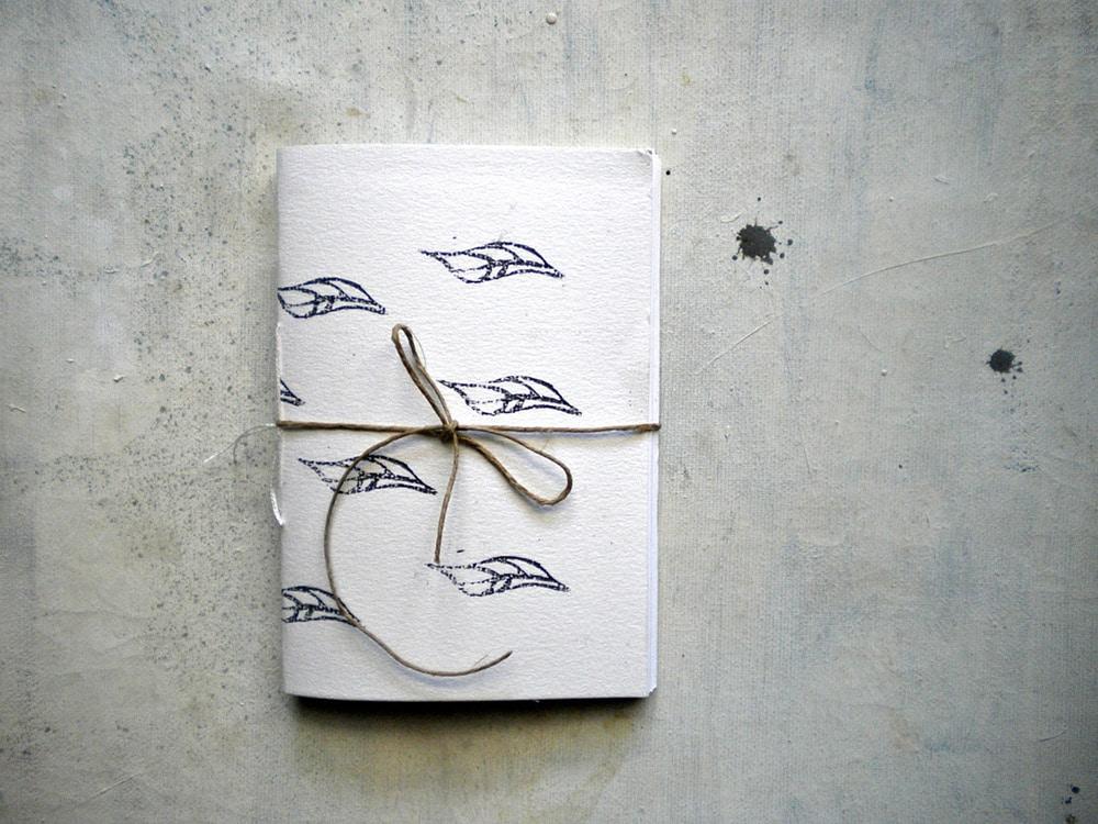Quaderno rilegato a mano con foglie