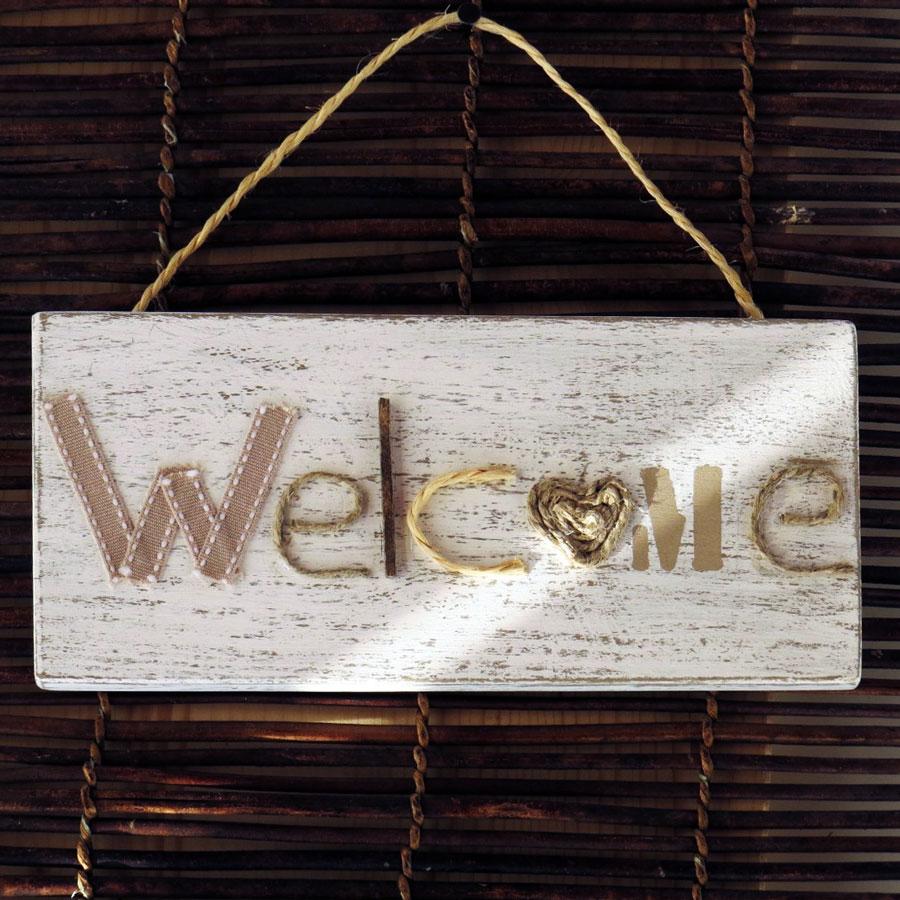 Targa con scritta welcome in legno shabby chic olalla for Scritta home in legno