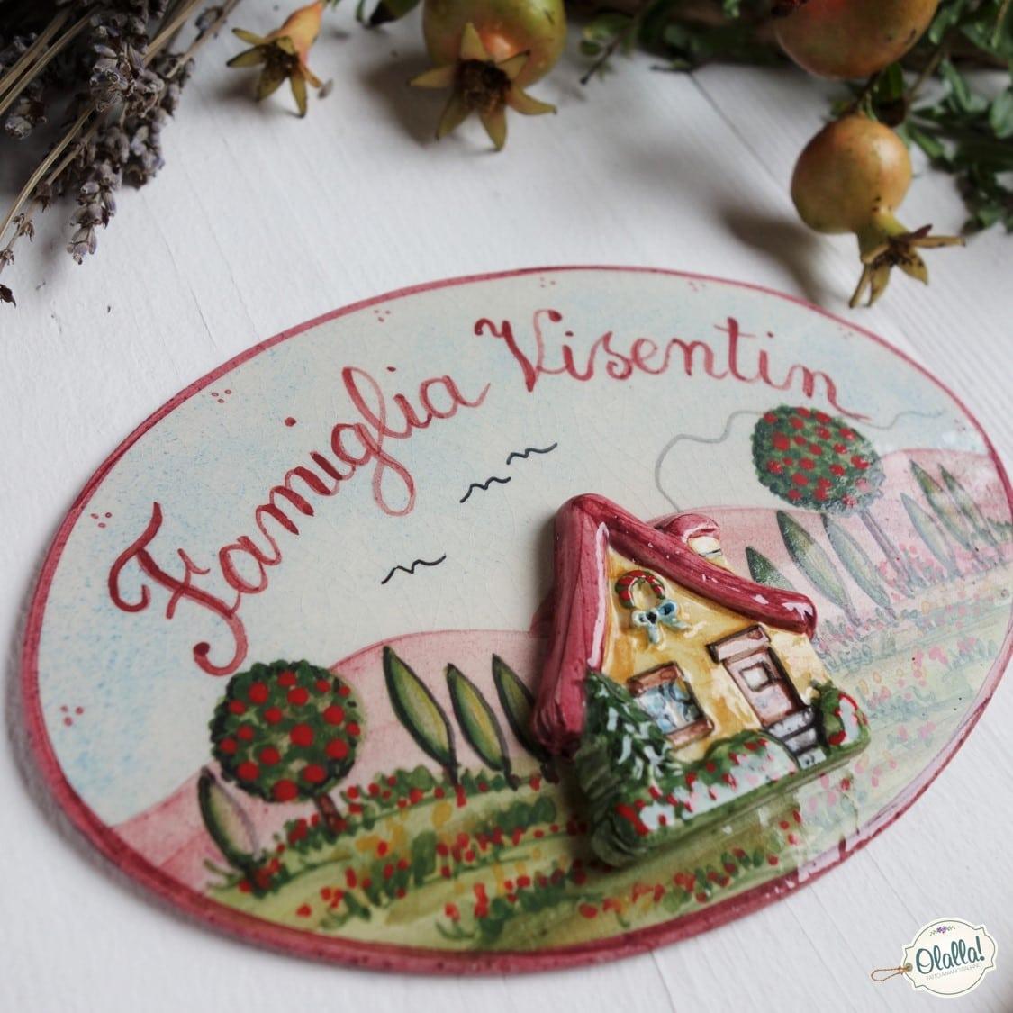 abbastanza Targhetta Nome di Famiglia con Casetta in Rilievo Dipinta a Mano  IA16