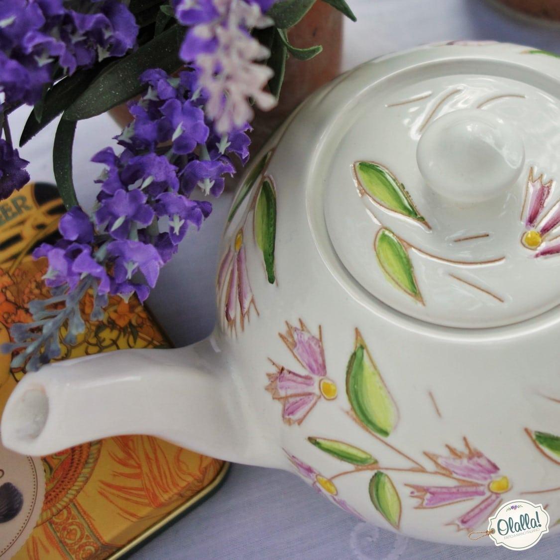 teiera-ceramica-dipinta-mano-made-in-italy-bianca-fiori-rosa