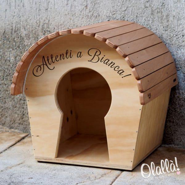 cuccia-personalizzata-nome-dipinto-legno-esterno