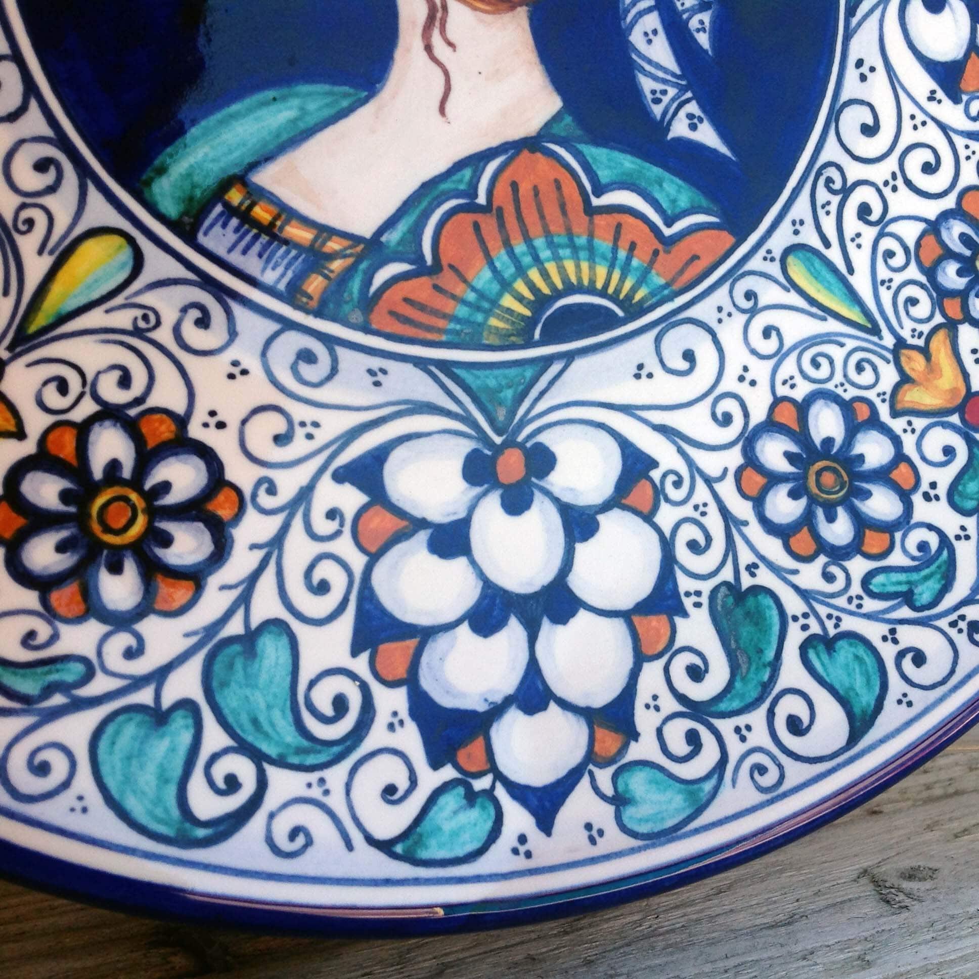Come Appendere Piatti In Ceramica piatti da appendere dipinti a mano - gli innamorati | olalla