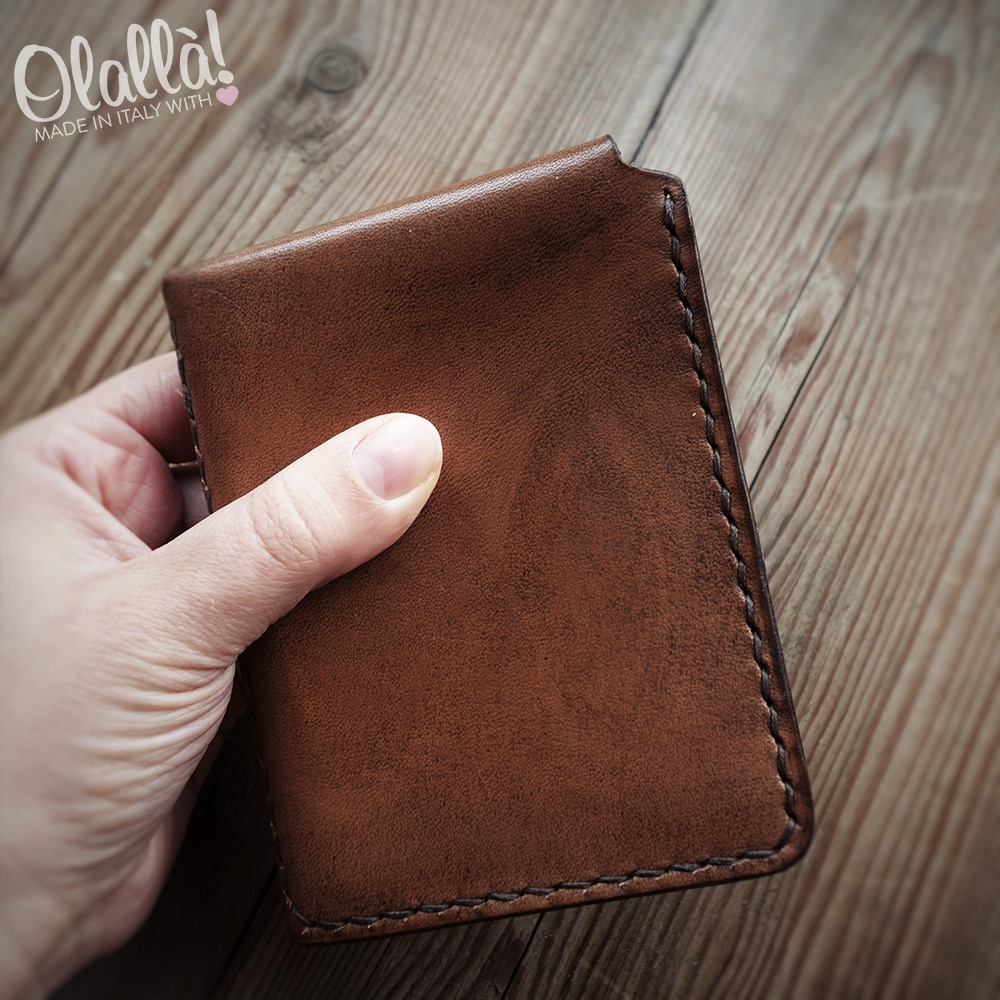 a basso prezzo 7096d 2b915 Portafoglio da Uomo Vintage in Cuoio Fatto a Mano Personalizzato - Idea  Regalo Pensione | Olalla