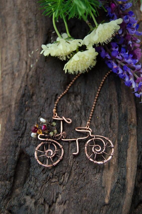 collana con bicicletta