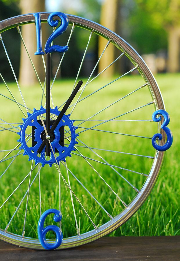 orologio con ruota di bicicletta