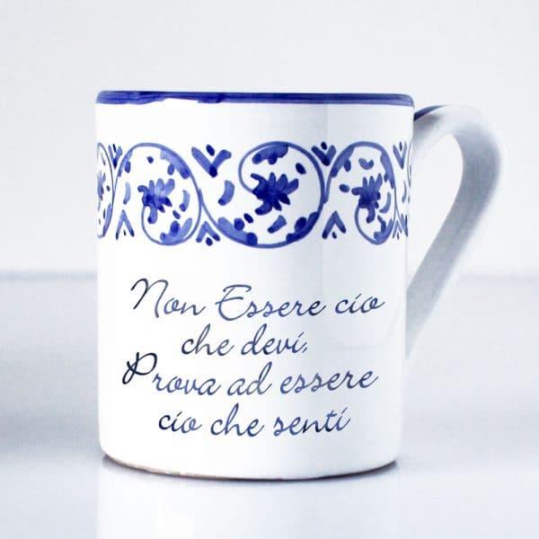 tazza-ceramica-disegno-blu-fatta-a-mano-dedica-prova-ad-essere