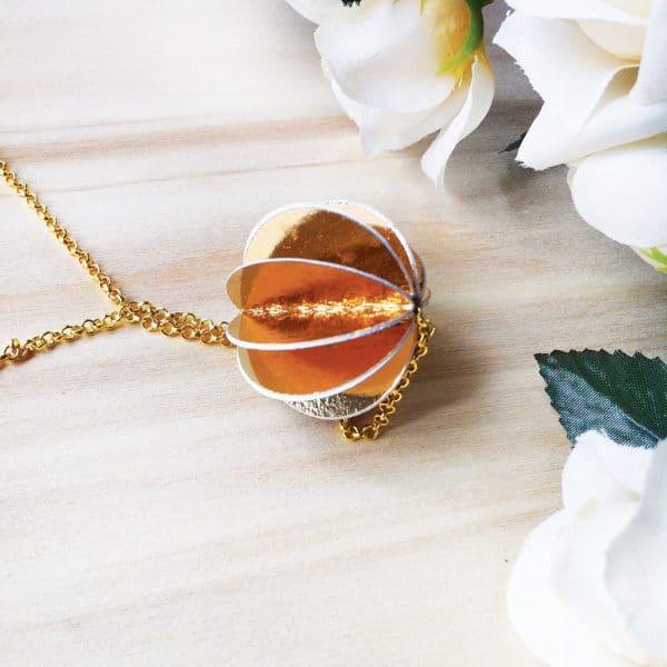 Girocollo in argento dorato con ciondolo oro2