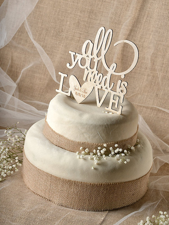 cake-topper-legno-love-is-all-you-need