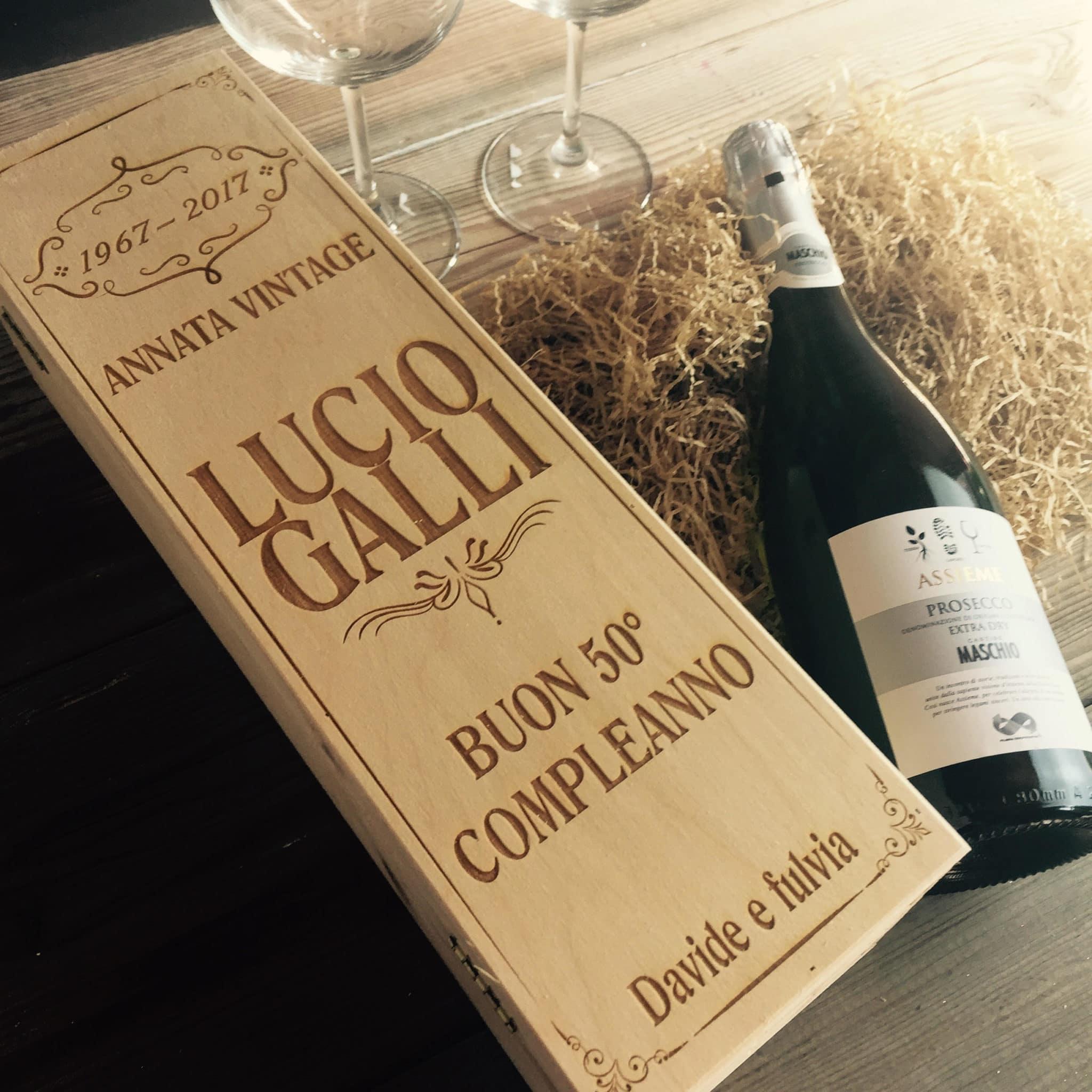 Cassettina porta vino in legno personalizzata idea regalo for Idee regalo per venticinque anni di matrimonio