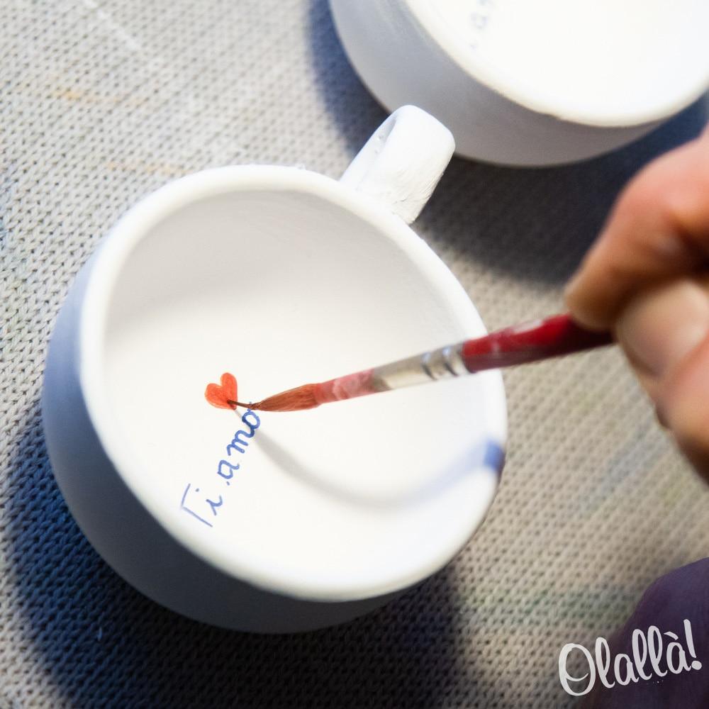 ceramista-dipinge