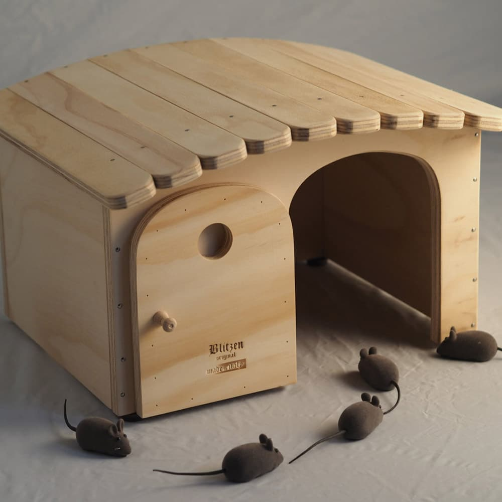 Cuccia di legno personalizzabile con il nome per gatti e - Tiragraffi da esterno ...