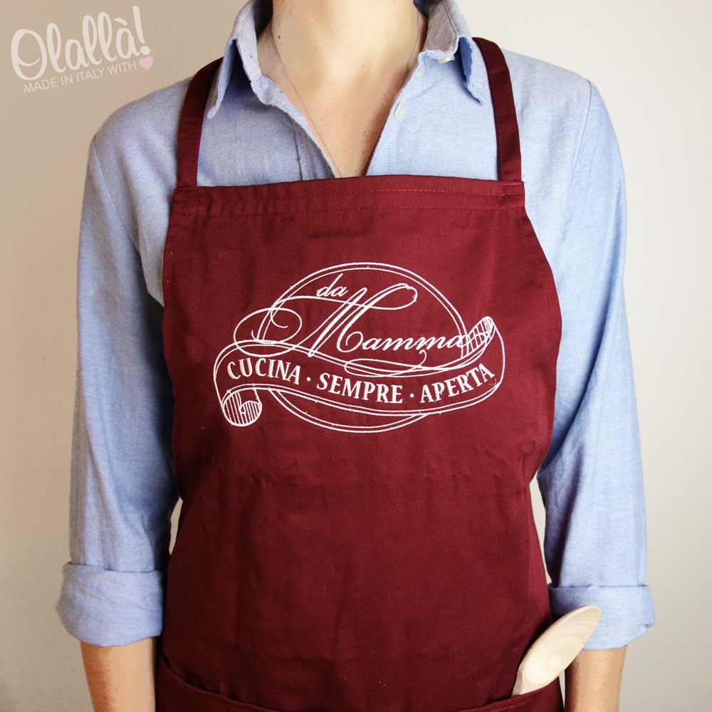 Grembiule personalizzato a ricamo da mamma cucina sempre aperta olalla - Grembiuli da cucina ...