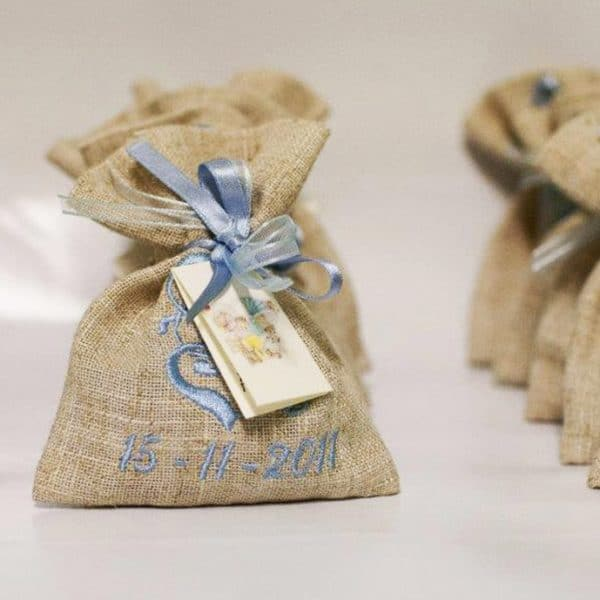 sacchettini-confetti-ricamati-data-bomboniera-battesimo