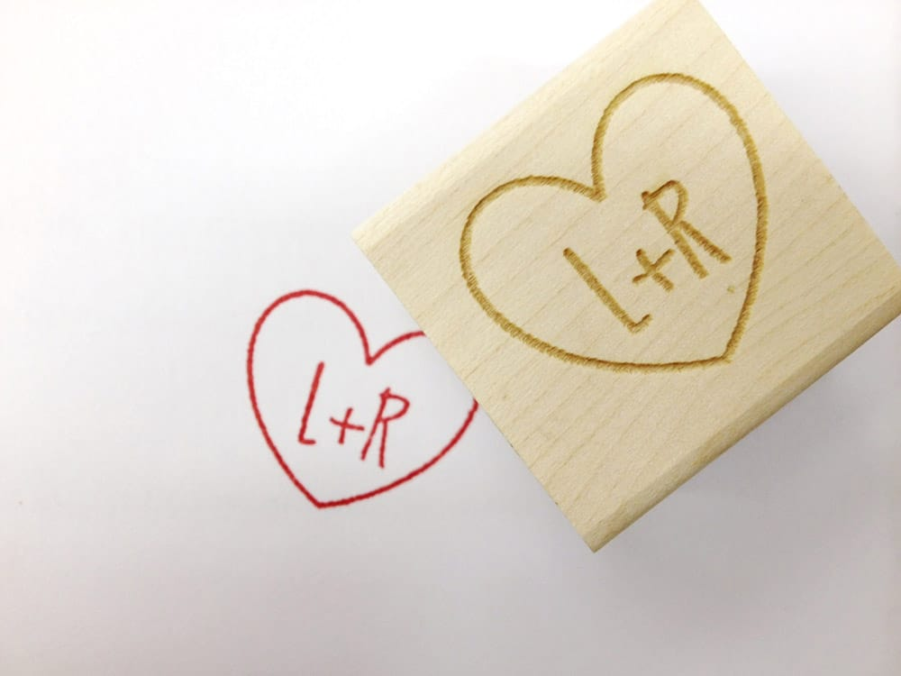 Timbri personalizzati legno per matrimonio con cuore e iniziali degli sposi