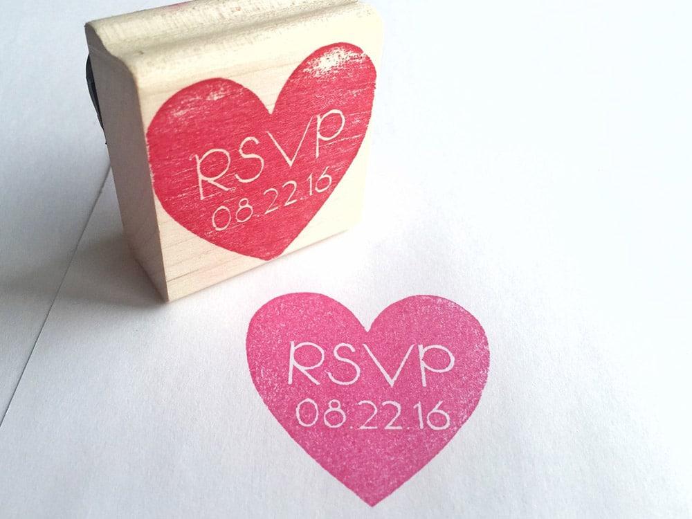 Timbro personalizzato matrimonio con cuore rsvp