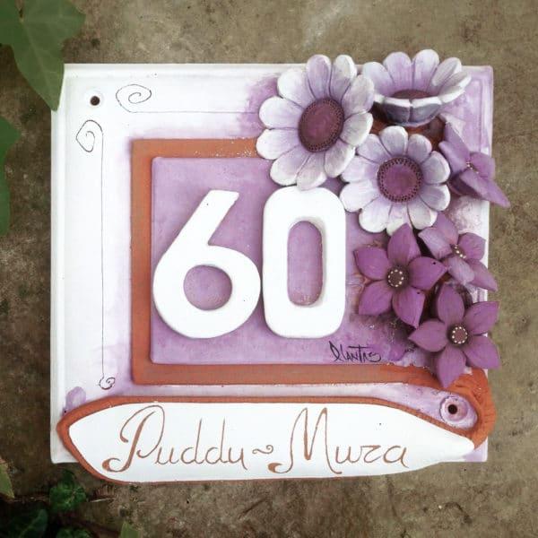 numero-civico-fiori-rilievo-ceramica-dipinta-mano