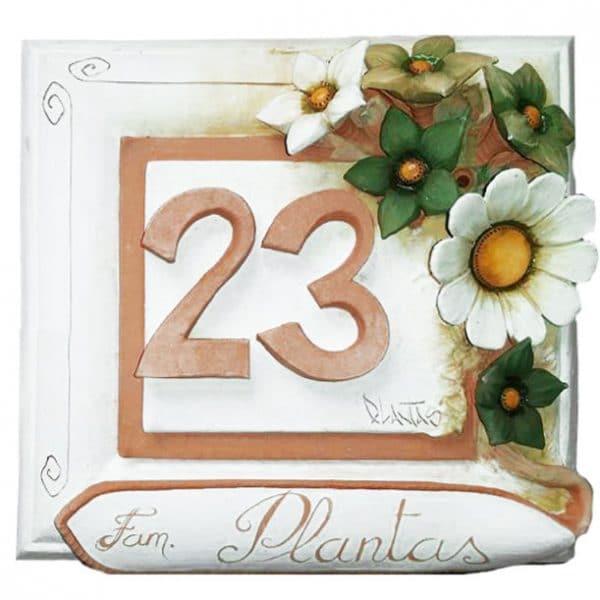 numero_civico_ceramica_personalizzato_fiori_rilievo_bianco_verde