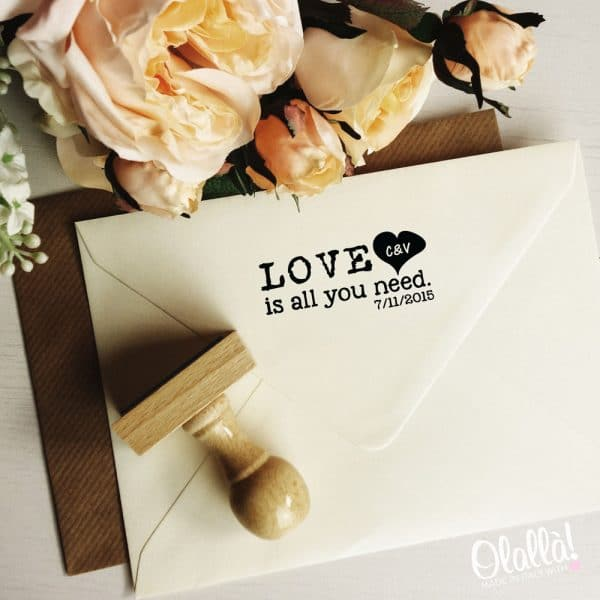 timbro-personalizzato-love-is-all-you-need-matrimonio