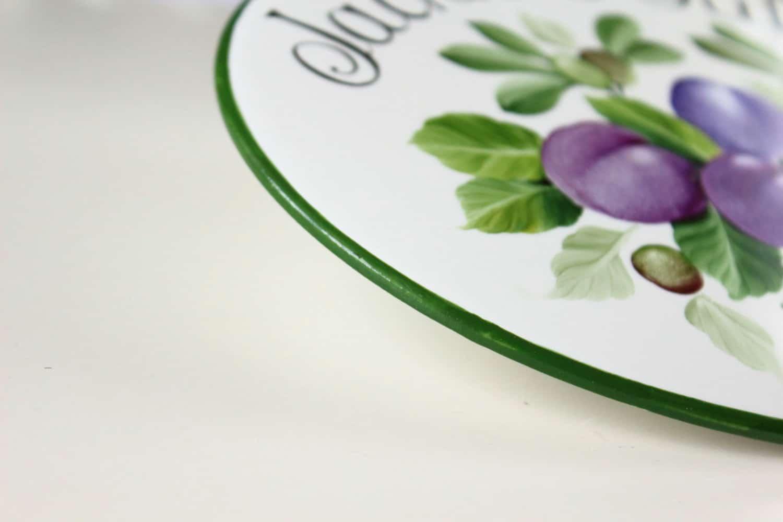 Targa per la cucina la cucina di in porcellana decoro prugne e olive olalla - Maniglie porcellana cucina ...