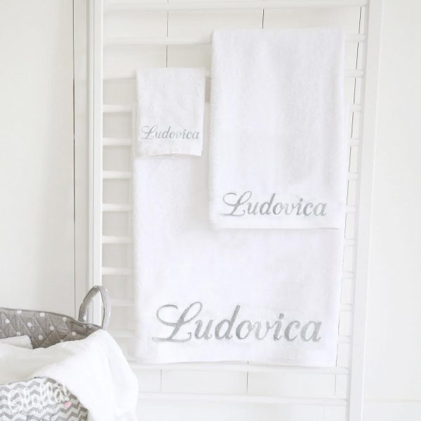 asciugamano-personalizzato-bianco-nome-corsivo