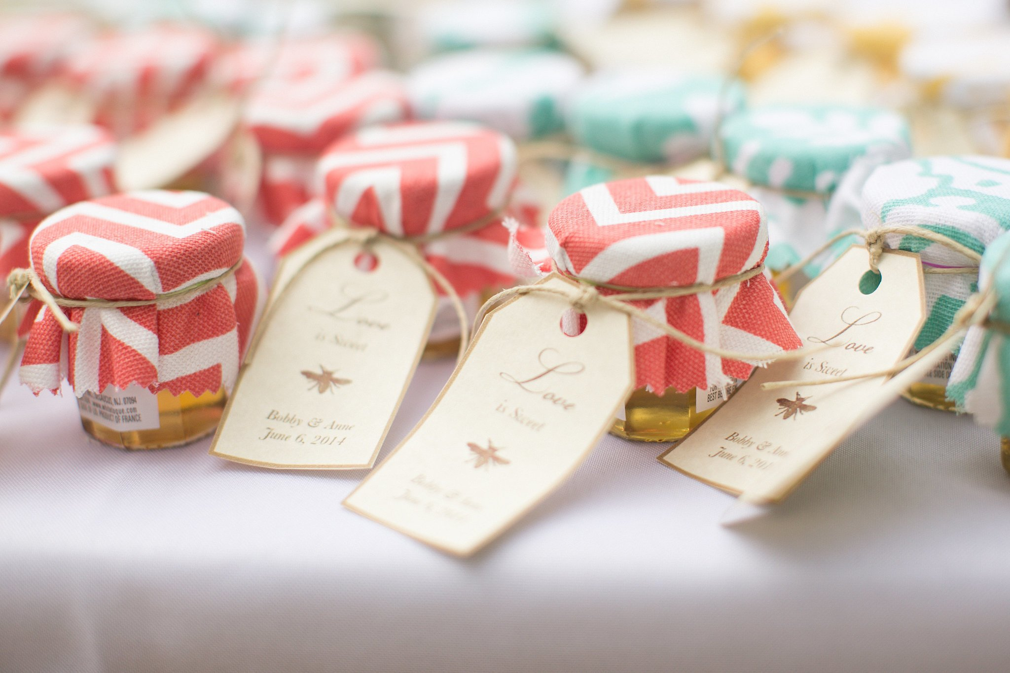 miele-bomboniera-matrimonio-biglietto-copri-tessuto-colorato
