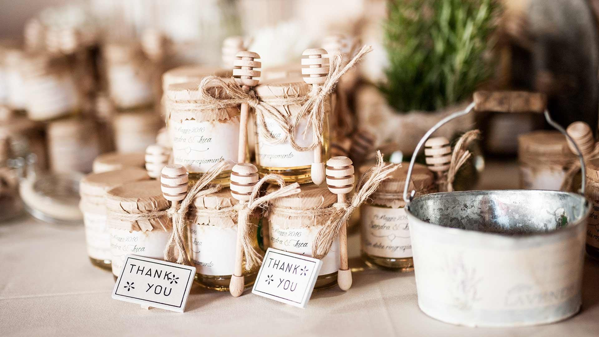 Matrimonio Country Chic Bomboniere : Vasetti di miele come bomboniera per il tuo matrimonio