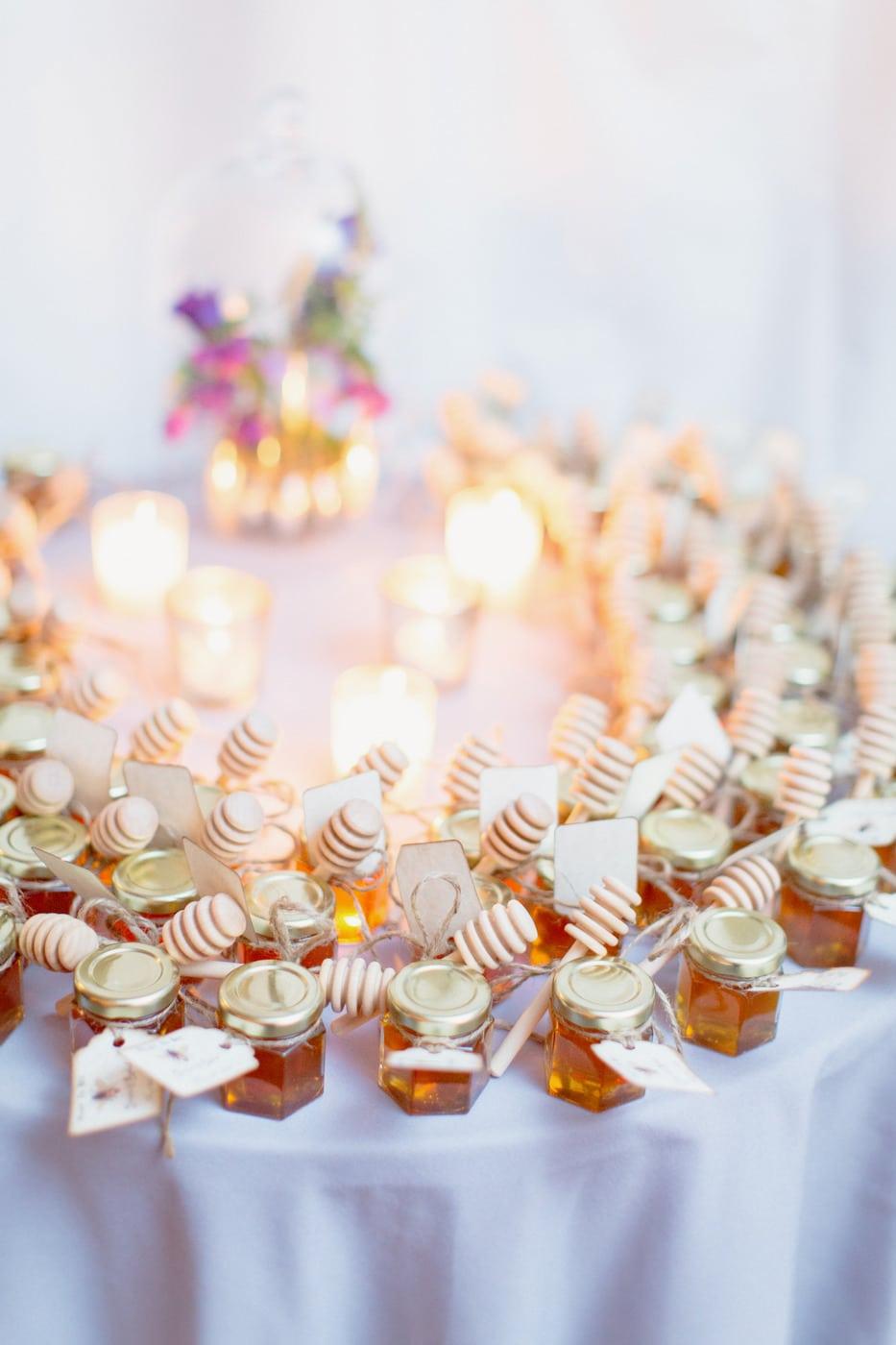 miele-bomboniera-matrimonio-display-su-tavolo