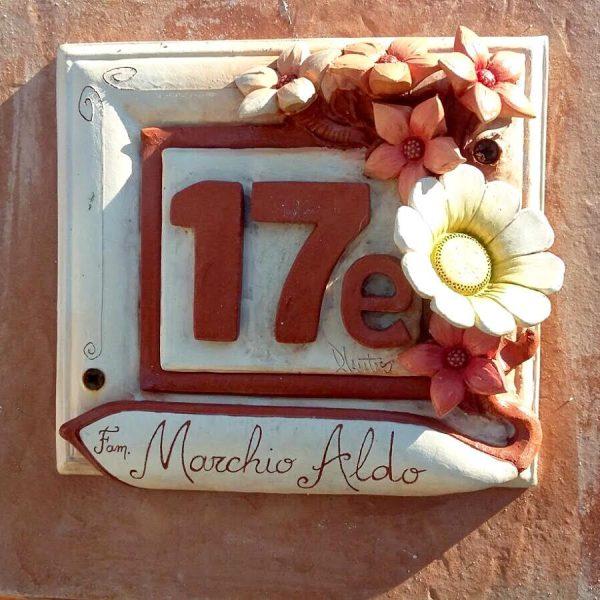 numero-civico-fiori-rilievo-rossi-bianchi